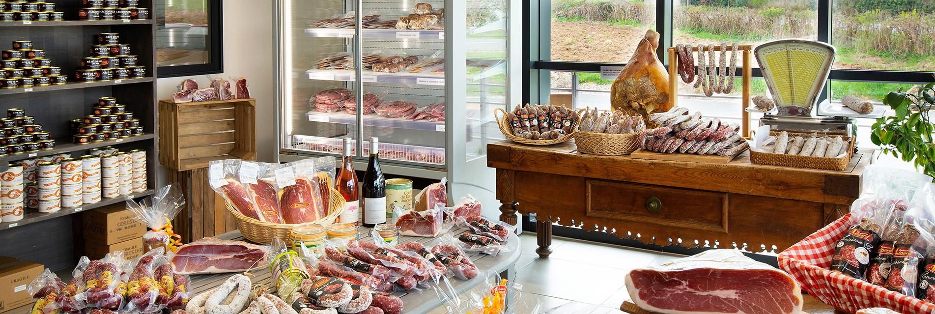 La boutique salaison LINARD, à Lanuéjouls en Aveyron